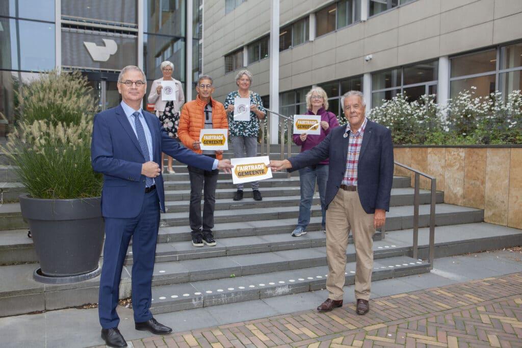 Marco Verloop ontvangt opnieuw titel Fairtrade Gemeente van Wim Bakker